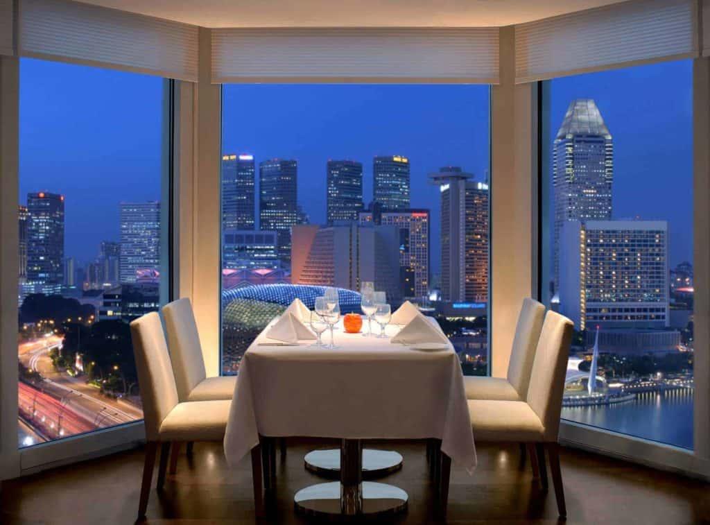 Singapore luxurious rooftop bar
