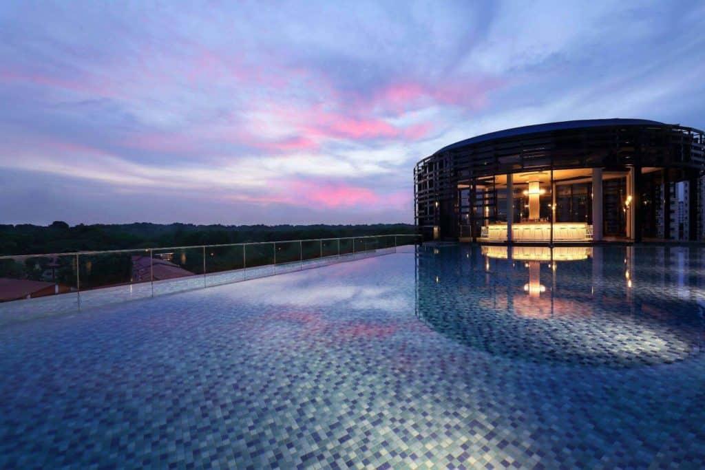 luxury rooftop bar singapore
